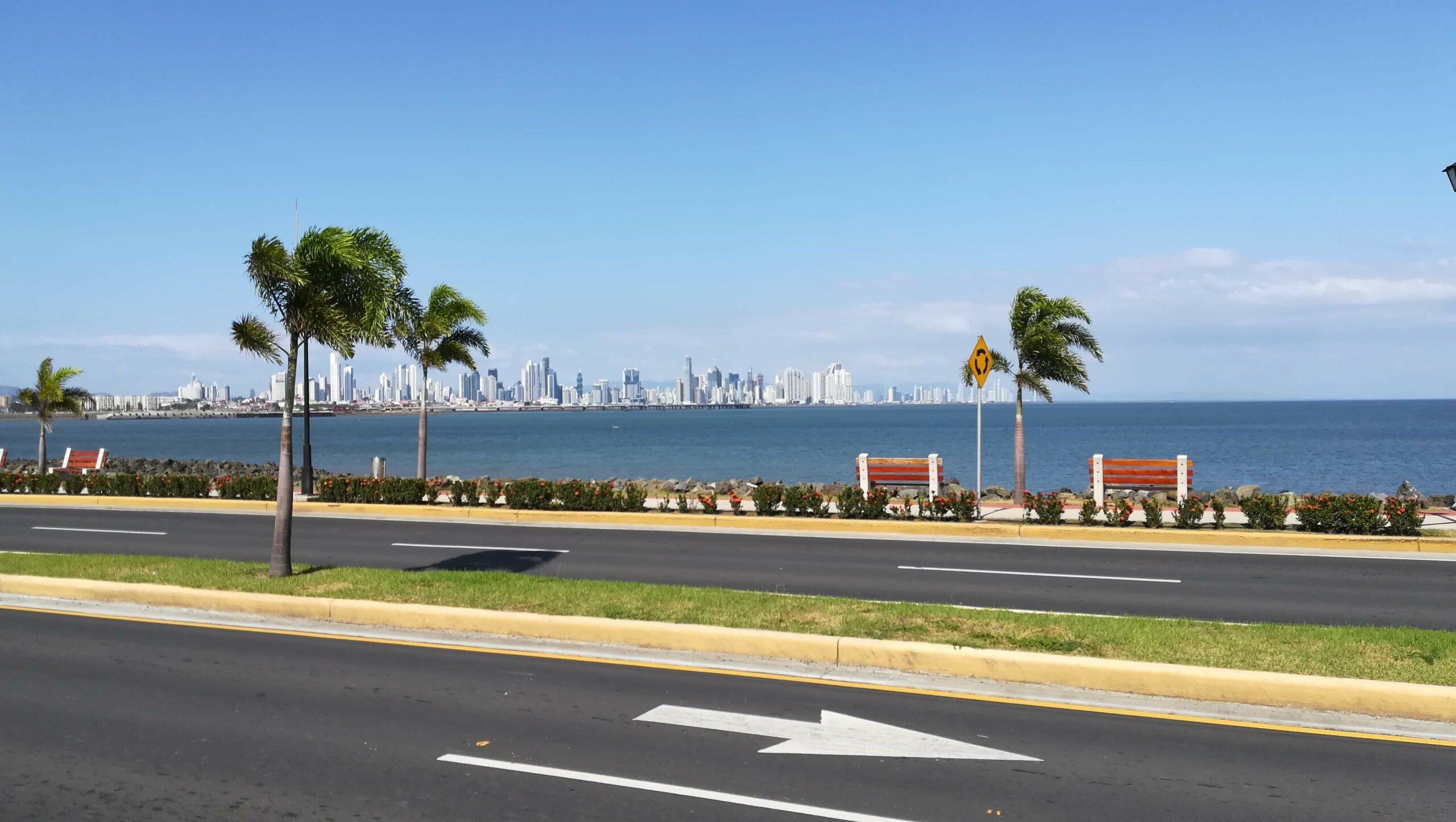 causeway ciudad de panama vista