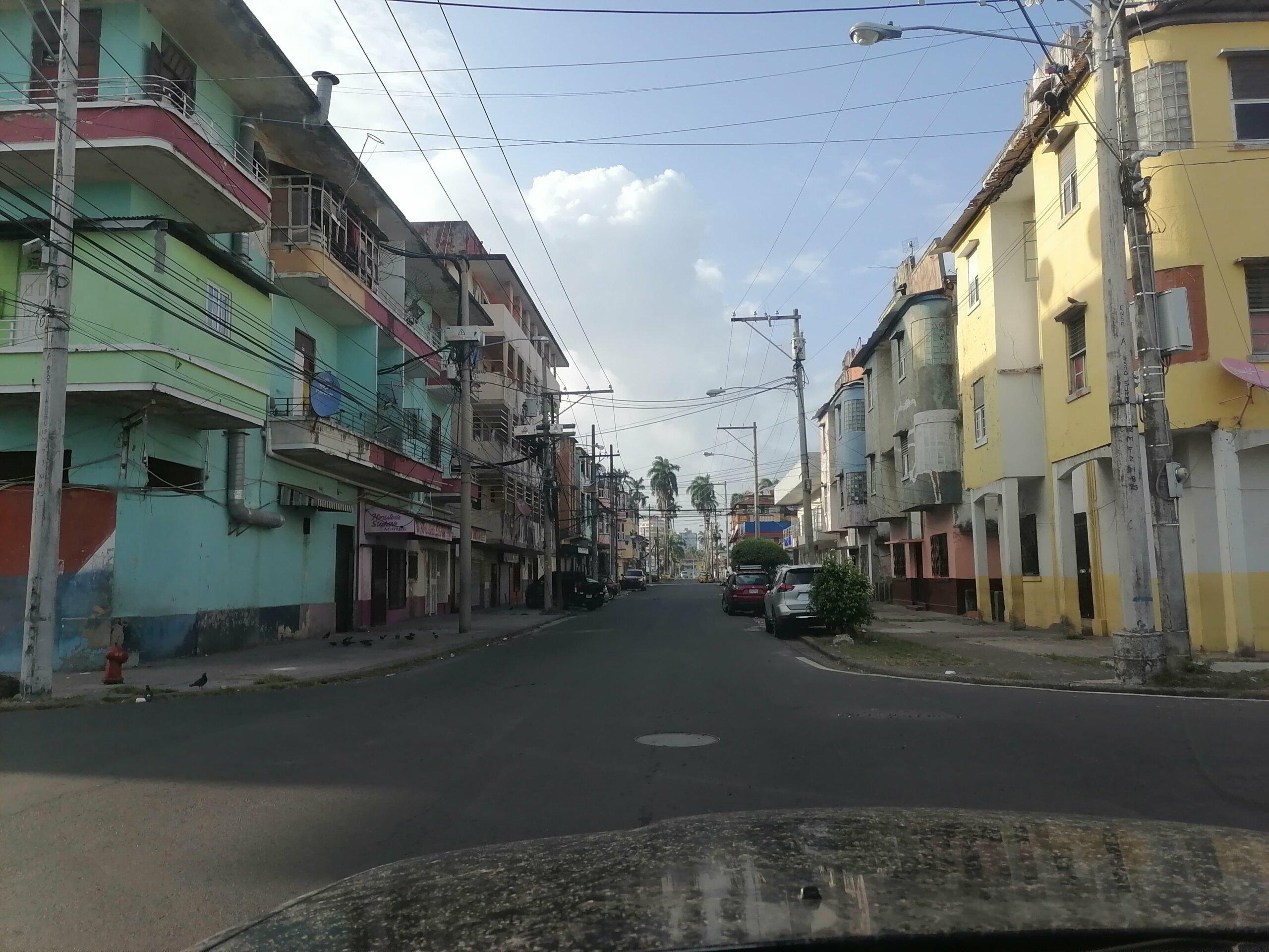 manejando por la ciudad de colon panama